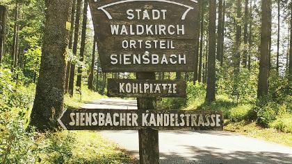 Hier für den Parkplatz an den Kohlplätzen abbiegen, auf der L186 von Waldkirch kommend, direkt nach einer scharfen Kurve