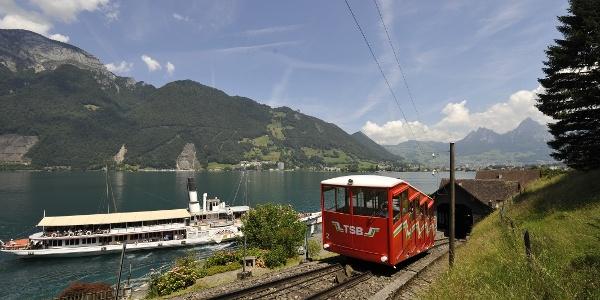Treib-Seelisberg-Bahn und Schiff am Vierwaldstättersee
