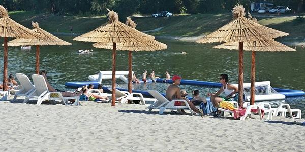 Beach and restaurants Plava Ruža