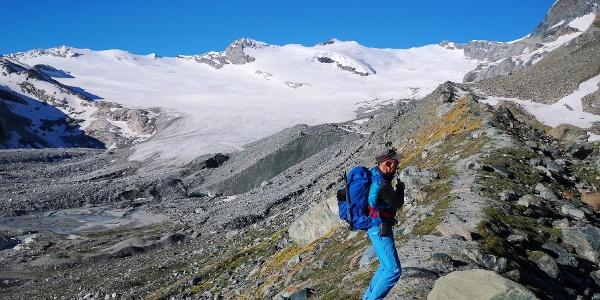 Auf der Moräne mit Blick auf den Schwarzberggletscher, die Roffelhörner und das Schwarzberghorn (ganz rechts)