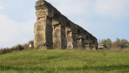 Römisches Aquädukt bei Ars sur Moselle (Okt. 2012)