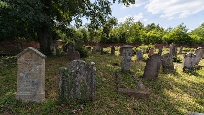 A kővágóörsi zsidó temető