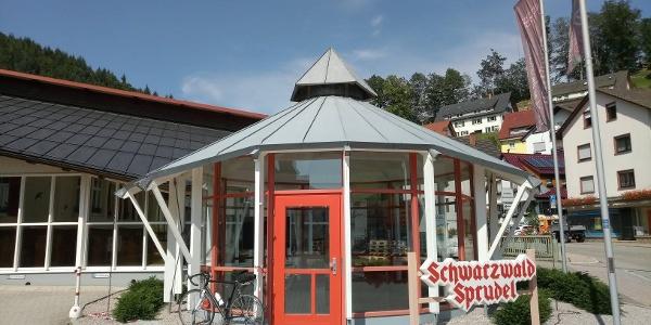Mineralwasser Brunnen der Firma Schwarzwald Sprudel