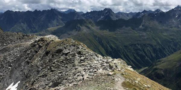 Über den Grat Richtung Grieskogeljoch