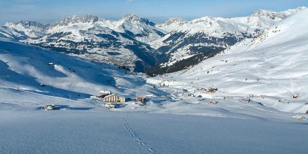 Blick vom Winterwanderweg zum Berghaus, hinten sieht man nach St. Antönien