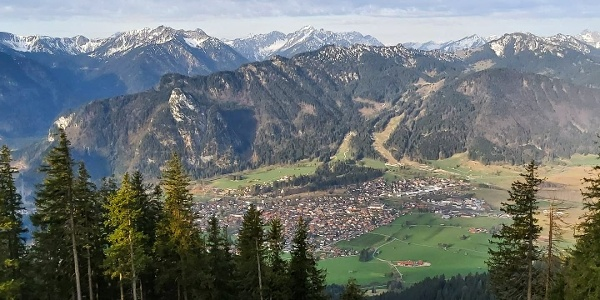 Aufacker Blick auf Oberammergau