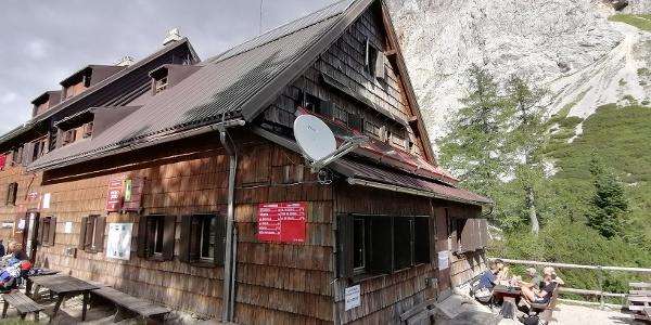 Start zur 12. Etappe: Koča pri Triglavskih jezerih – im Hintergrund der Südabhang der M. Tičarica – Südwestansicht