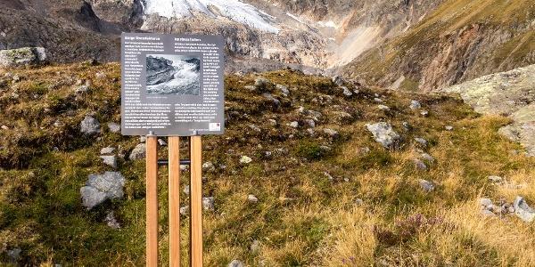 Abstecher zur ersten Infotafel mit Blick auf den Gletscher