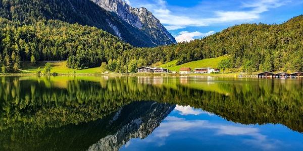Am Lautersee mit Blick auf das Wettersteingebirge