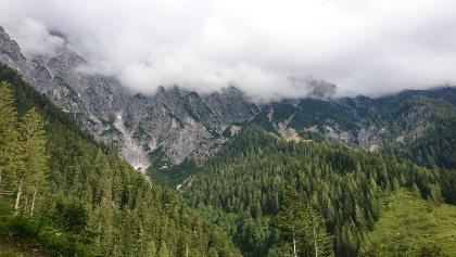 Gipfel in Wolken gehüllt