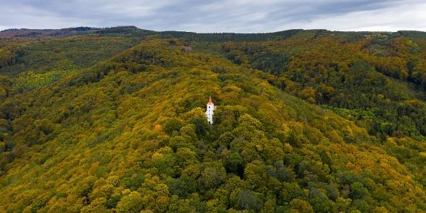 A Szent Vid-kápolna ősszel a levegőből