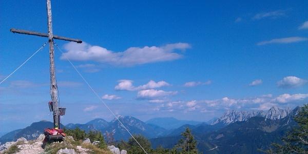 Rjautza: Gipfelkreuz mit Koschuta und Hochobir