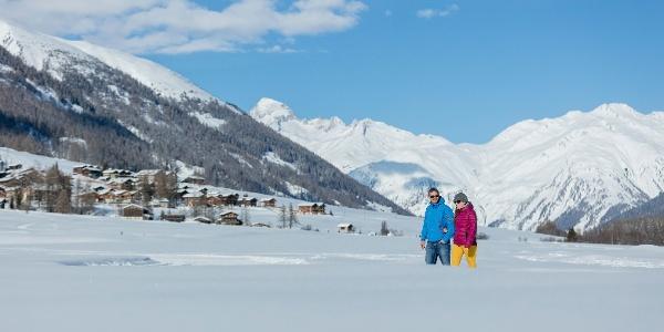 Winterwandern entlang malerischer Bergdörfer