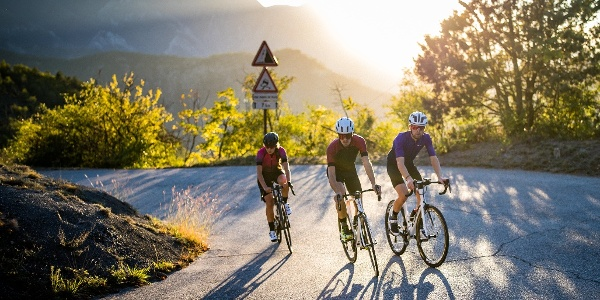 3 cyclistes - contre jour