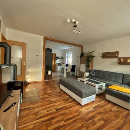 Ferienwohnung Nicole in Augustusburg - Wohnzimmer und Küche
