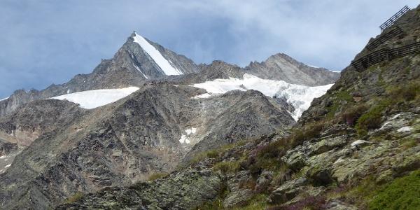 Lenzspitze und Mischabelhütte (unterhalb Lenzspitze!)