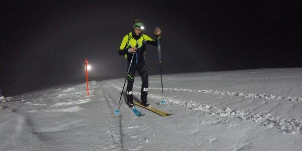 Aufstieg auf der Nacht-Skitouren Piste Furt-Mugghütte