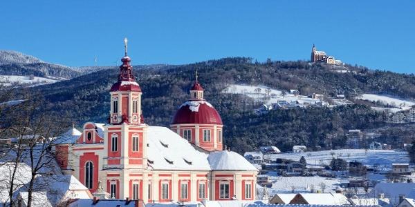 Schloss Pöllau und Kirchen im Winter
