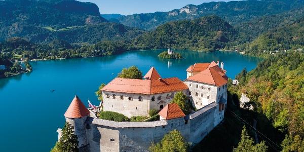 Blejski grad z blejskim jezerom