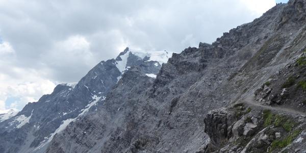 Unser Ziel - beim Aufstieg zur Payerhütte