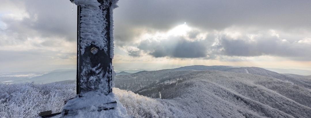 Kilátás a Nagy-Hideg-hegy felé a Csóványosi-kilátóból