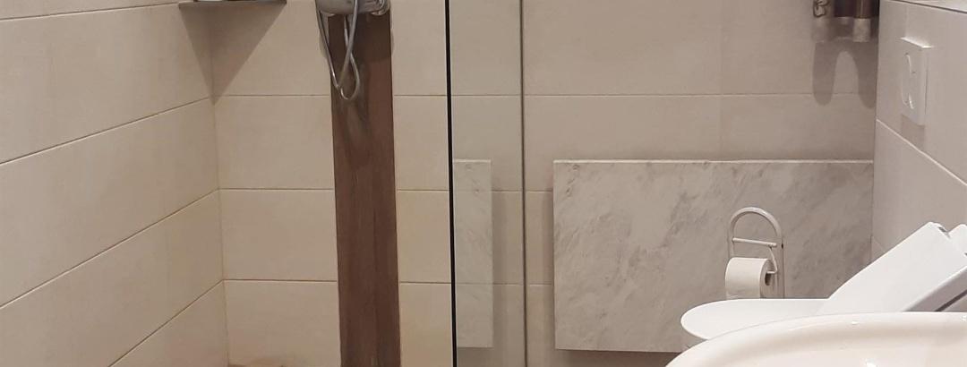 Duschbad mit WC und Urinal