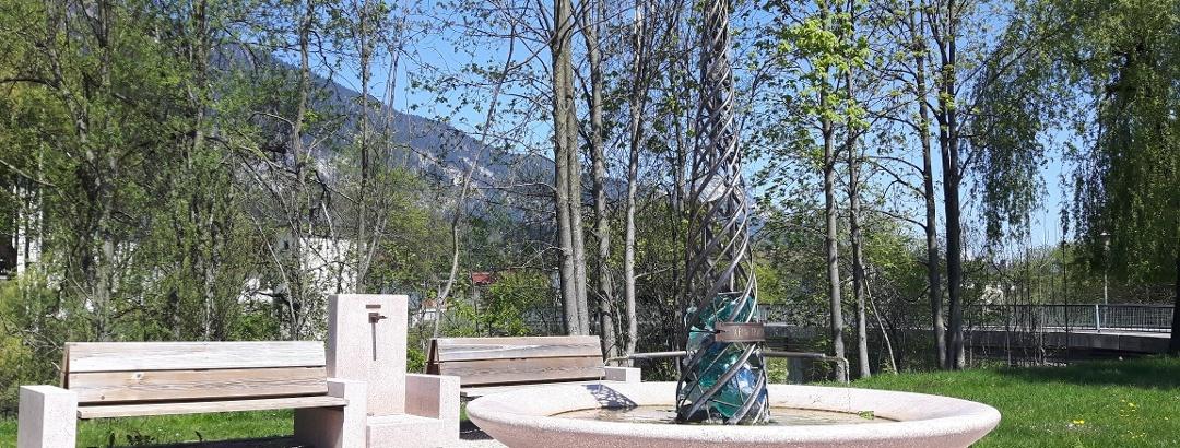 Heilwasserbrunnen Kramsach aus Kramsacher Marmor, Brandenberger Ache, Waidachkapelle