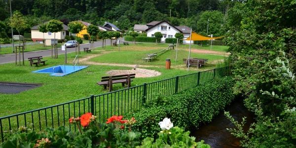 Wasserspielplatz direkt an der Traun