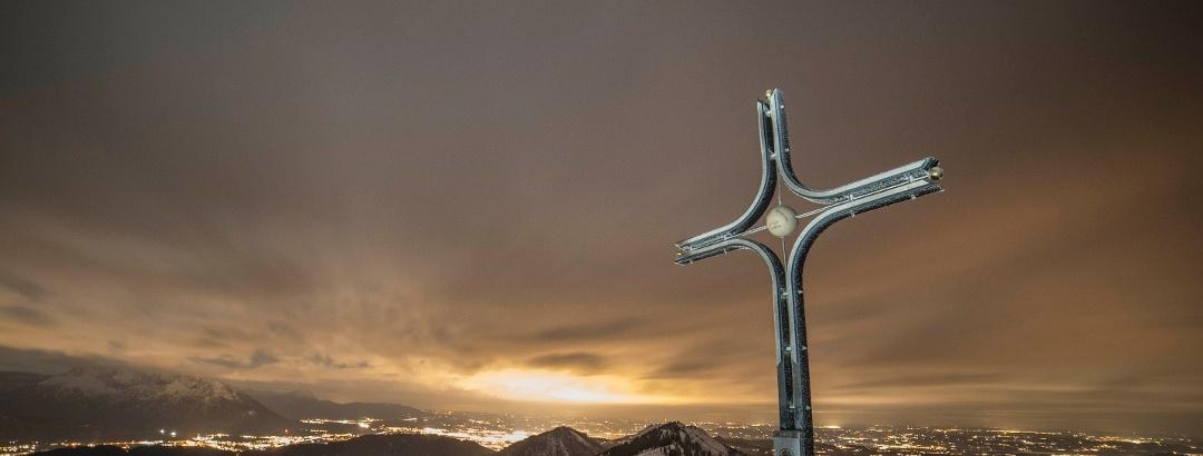 Der Gipfel mit der Stadt Salzburg im Hintergrund