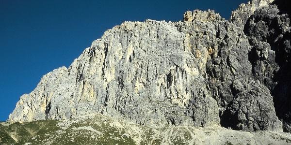Die Südwand der Schüsselkarspitze aus dem Puittal