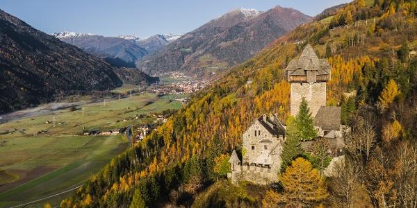 Burg Falkenstein mit Blick ins Mölltal