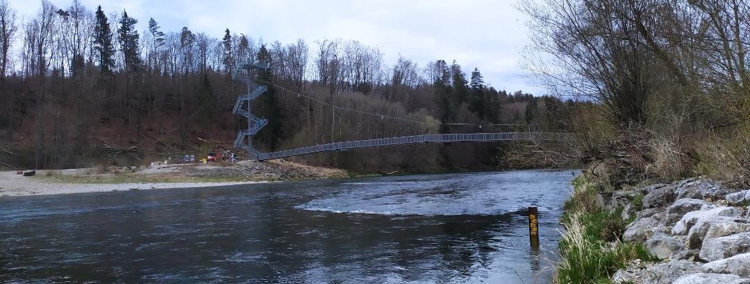 Aussichtsturm mit Hängebrücke am Wasserkraftwerk Legau