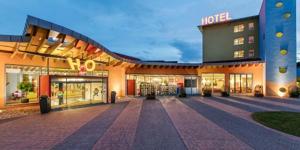 Hoteleingang H2O Hotel-Therme-Resort