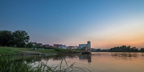 Dämmerung an der Elbe