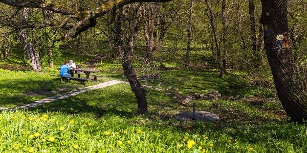 Pihenőhely a Bundschu-kútnál