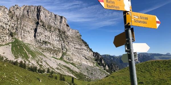 Wegweiser unterwegs zur Grimmifurggi