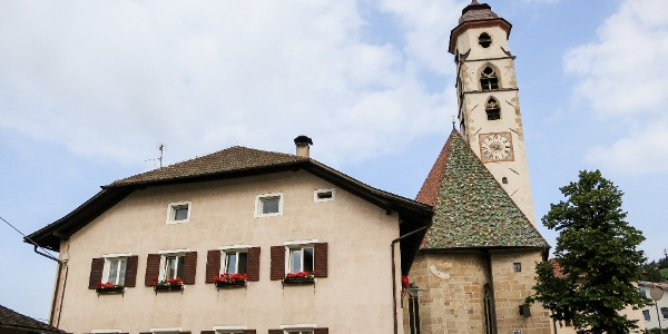 The mountainbike tour on the Colle mountain starts at the church in Nova Ponente