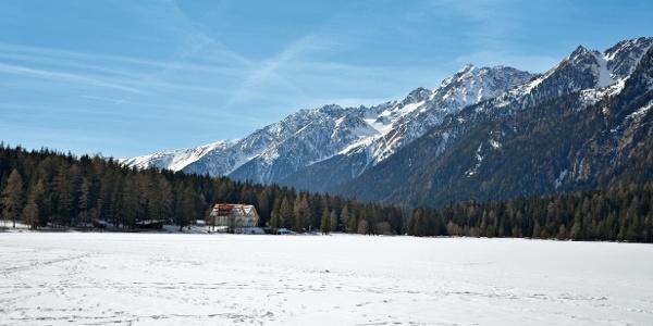 Wanderung durch eine märchenhafte Winterlandschaft zum Obersee am Staller Sattel