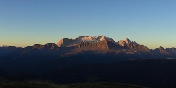 """Tour rund um die Marmolata, auch """"Königin der Dolomiten"""" genannt."""