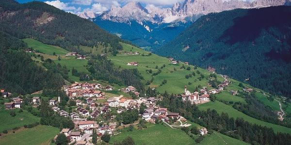 Tires al Catinaccio è il punto di partenza del trekking.