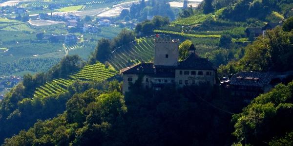 Der Kulturweg Dorf Tirol führt an Schloss Thurnstein vorbei.