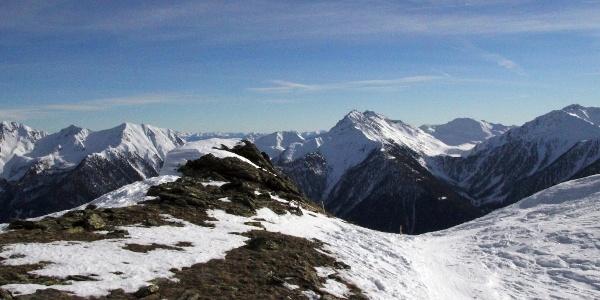 Die Innere Alplahneralm liegt inmitten der Ultner Bergriesen.