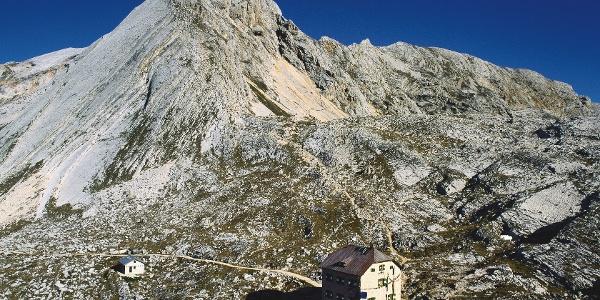 Die Seekofelhütte (2337 m) liegt bereits auf bellunesischem Gebiet.