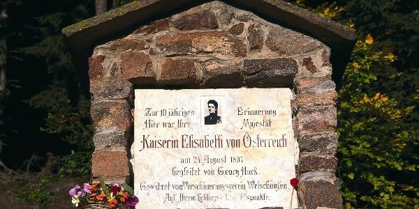 Denkmal für Kaiserin Elisabeth auf dem Zenayboden bei Welschnofen