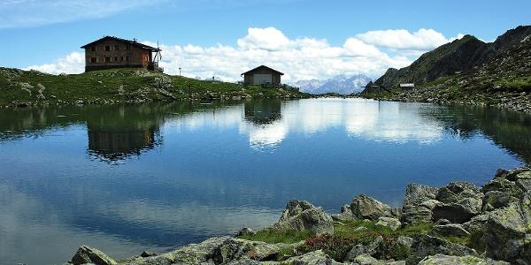 Der Tiefrastensee mit der gleichnamigen Schutzhütte