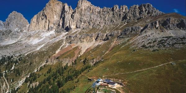 Die Paolinahütte unter der Rotwand