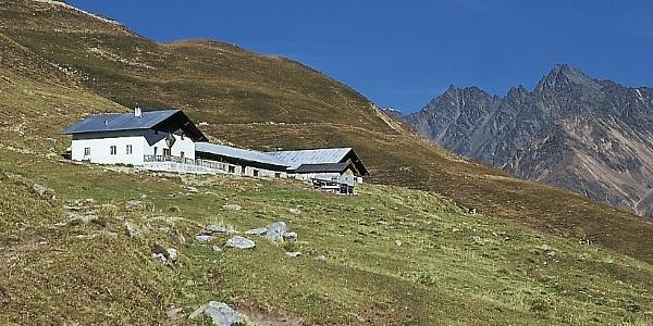 The huts of the alpe di Planöl.
