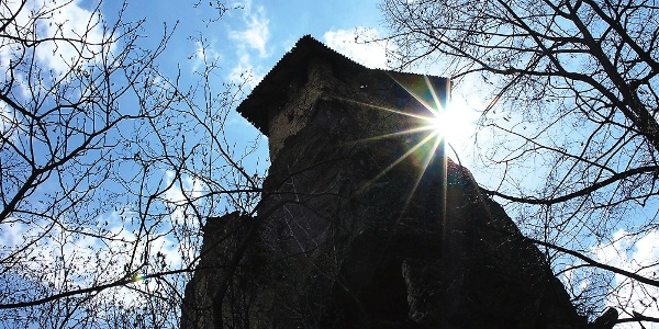 Burg Festenstein über dem Höllental bei Andrian