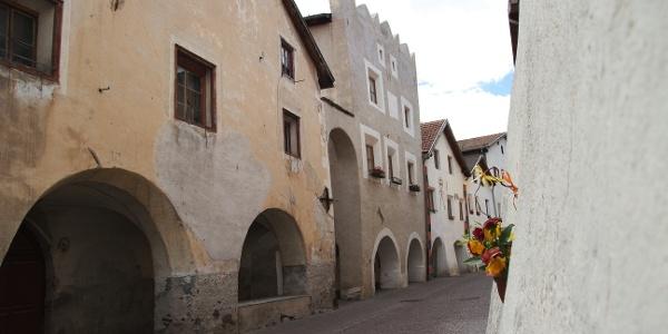 Das kleine spätmittelalterliche Städtchen Glurns wurde fast vollständig in ursprünglicher Form erhalten.