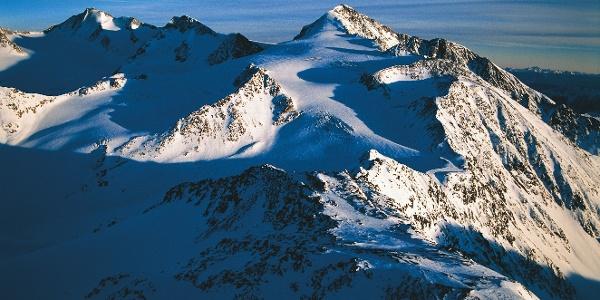 Ein fantastisches Abenteuer bietet die Skitour auf den Similaun im Schnalstal.
